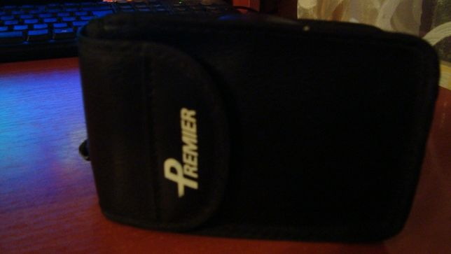 Фотоапарат Premier с чехлом.