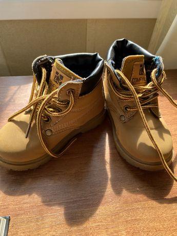 Осенние детские ботинки