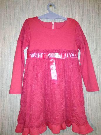 Продам нарядное платье на девочку 3-5 лет