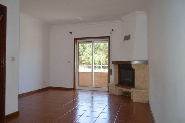 Apartamento T2, localizado no centro da Vila de Baião