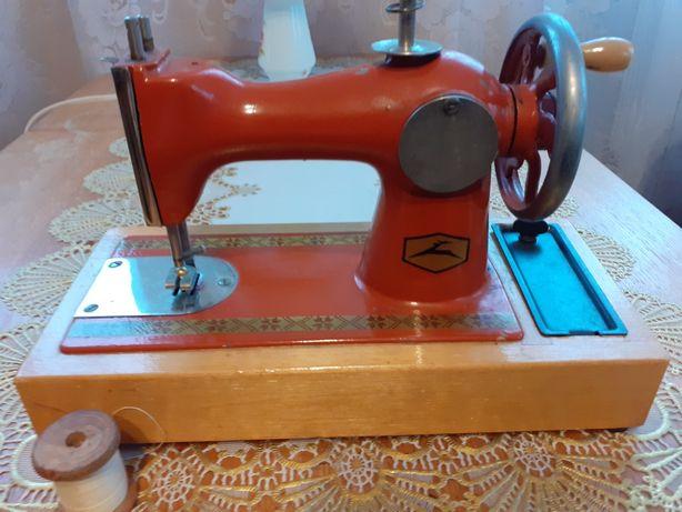 Машинка швейная игрушечная