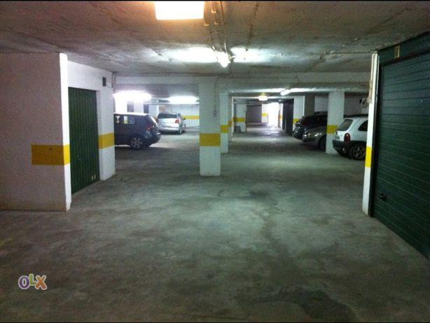 Parqueamento Costa Caparica garagem box