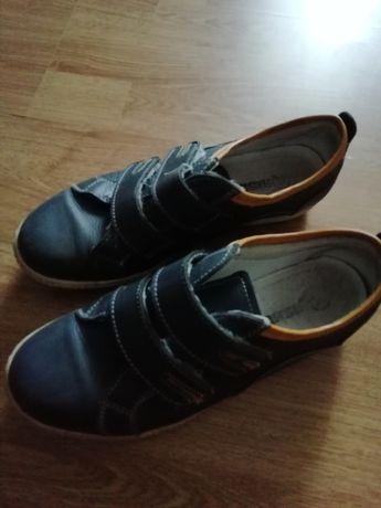 Шкіряні туфлі на хлопчика 37 р