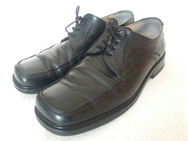 Sapatos pretos em pele genuína (tam. 43)