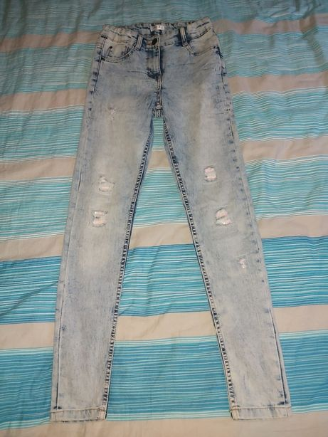 Nowe spodnie r.146
