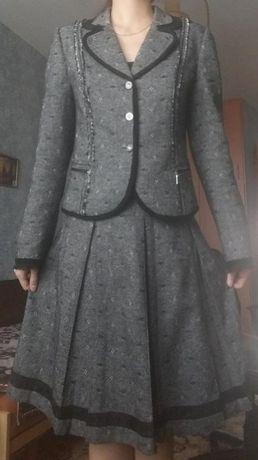 Красивый зимний новый женский костюм с юбкой