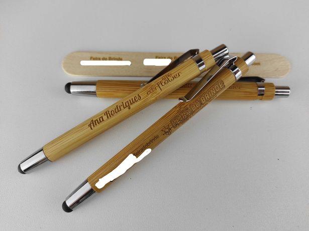 Caneta esferográfica em bambu com ponteiro touch personalizável