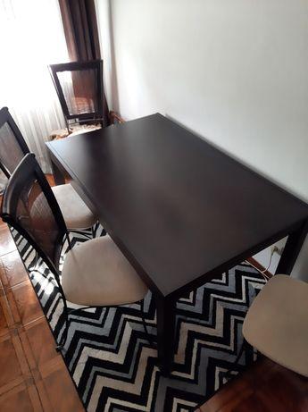 Mesa sala de jantar com cadeiras