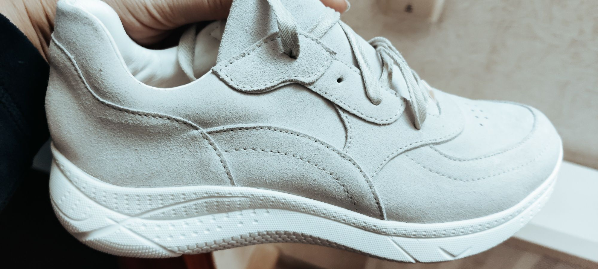 Женские кроссовки кожа