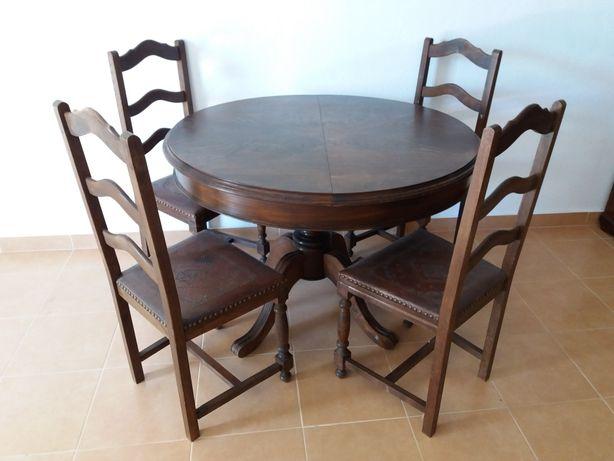 Mesa de sala com pés de galo com 4 cadeiras