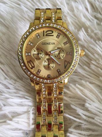Наручные золотистые часы
