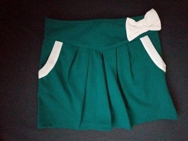 spódniczka mini butelkowa zieleń z białą kokardą r. M/L
