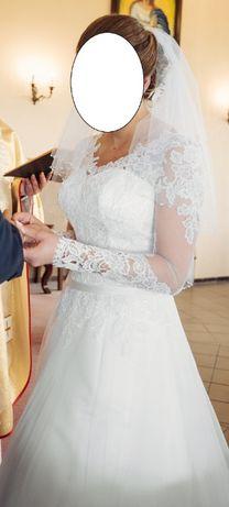 Piękna, nietuzinkowa suknia ślubna r. 40