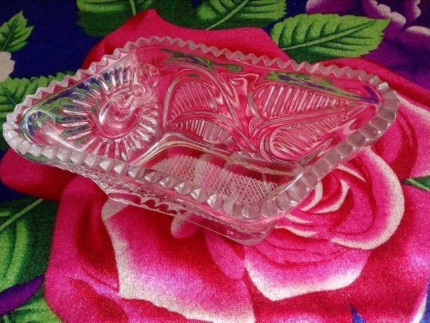 Хрустальная ваза-конфетница в форме ромба