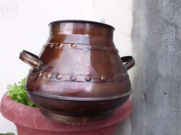 Pote em cobre antigo
