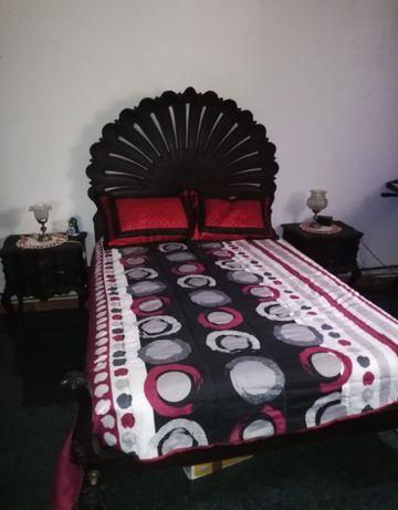 Conjunto cama de casal em madeira maciça