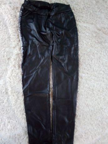 Super spodnie treginsy ala skora z modnym lampasem 146
