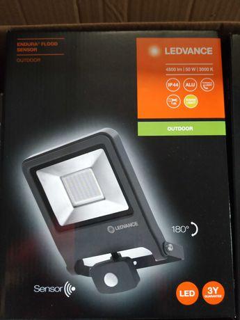 Naświetlacz Lampa OSRAM LEDVANCE 50W, 3000K, 4500lm z czujnikiem ruchu