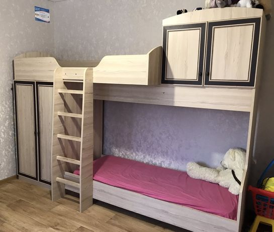 Двухярусна кровать
