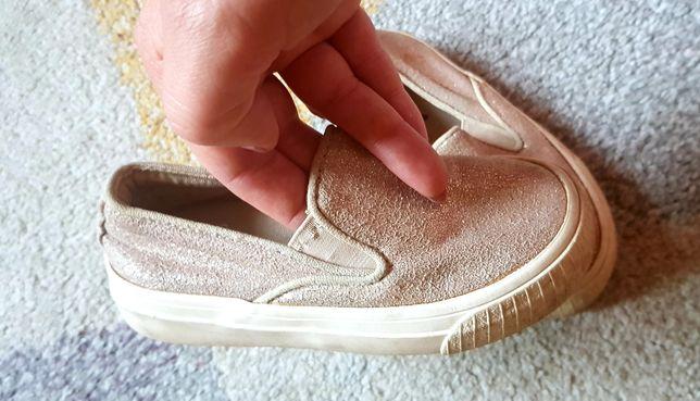 Złote świecące buty na wsuwanie 26 zara