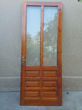 Продам деревяную дверь