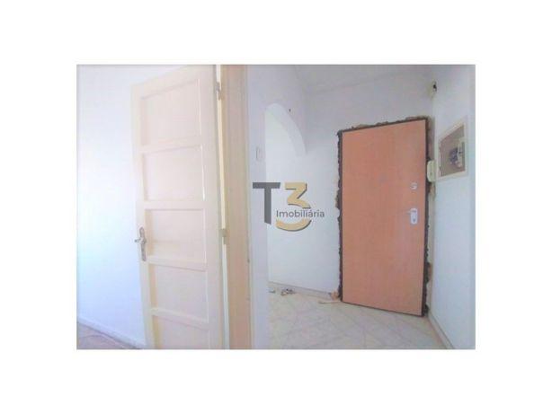 Apartamento T2 (por remodelar ou remodelado) - Almada