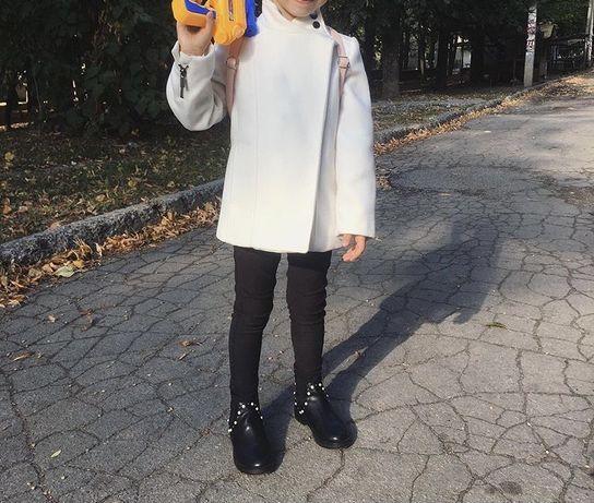 Белое осеннее пальто Mango 3-5 г