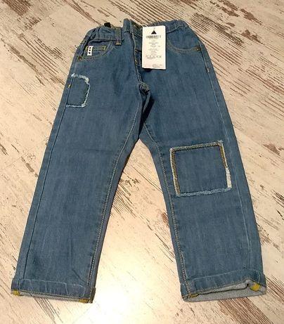 Nowe z metką spodnie 104 firmy 5-10-15 fajny design jeansy