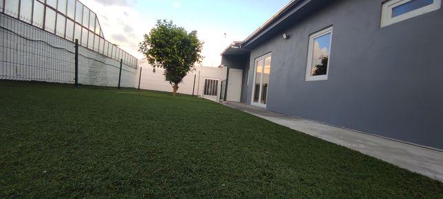 Excelente Moradia Térrea T3 garagem e jardim excelente local estrear