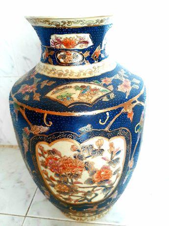 Jarra/jarrão grande pintado em relevo