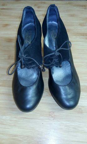 Шкіряні туфли для девушек.