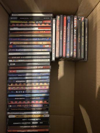 Cd диски с музыкой и фильмами 50 штук