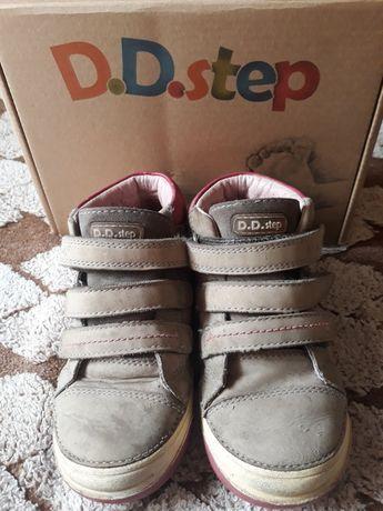Фирменные кроссовки D.D.Step, натуральная кожа. Венгрия