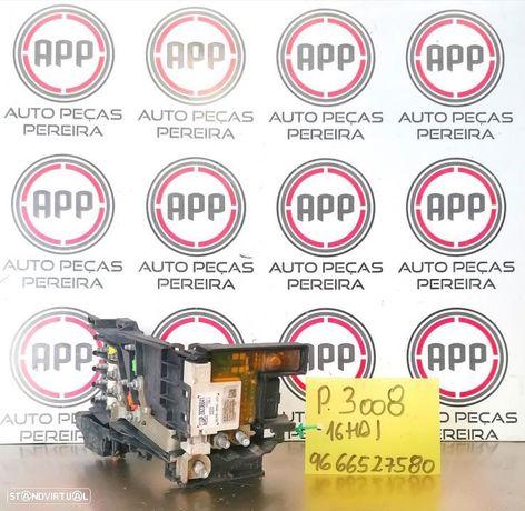 Caixa de fusíveis PSA 1.6 HDI de 2011 referência 9666527580.