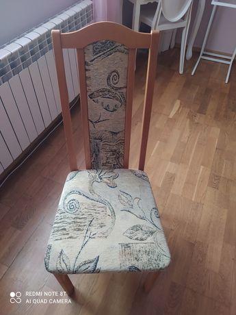 Dwa krzesła w idealnym stanie
