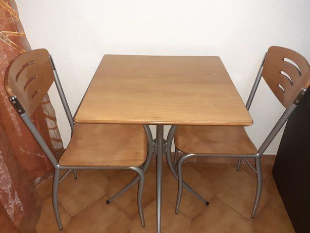 Mesa e cadeiras para exterior