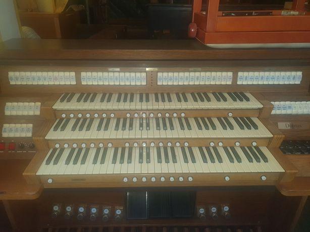 Cyfrowe organy kościelne Viscount Domus 1332, trzy manuały.