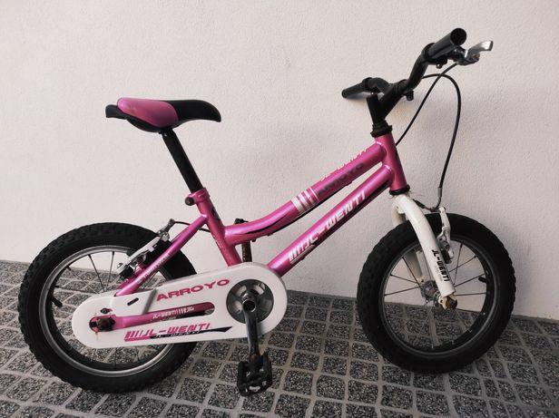 3 bicicletas de criança