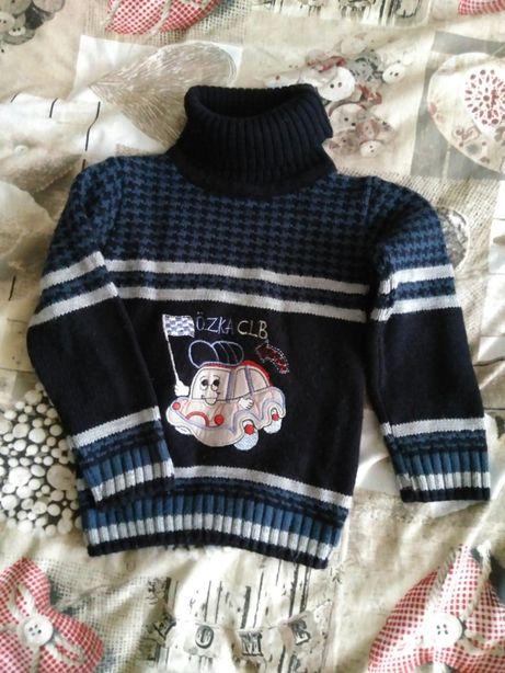 Продам свитер на мальчика 12 месяцев
