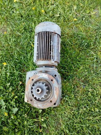 Motoreduktor elektryczny 0.75 kw 1400 obr na100 obr
