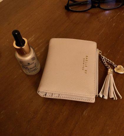 ОБМІНЯЮ хайлайтер та гаманець ( одяг не цікавить)