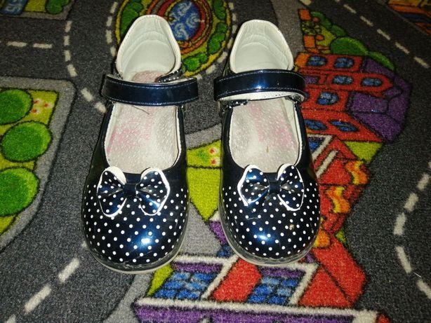 Туфли лакированные Шалунишка, джинсовые кеды, тапочки