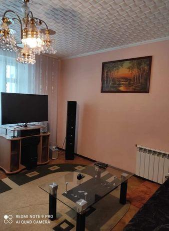 Трикімнатна квартира на Набережній район Світлячка.