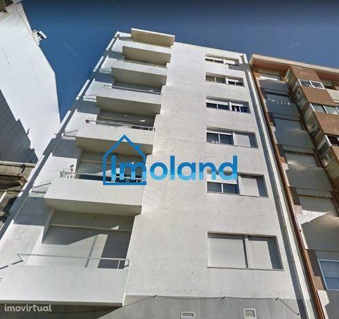 T3 c/ varanda, lugar de garagem e arrumos / Bonfim / Porto