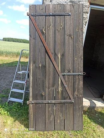 Sprzedam drzwi drewniane od budynku gospodarczego