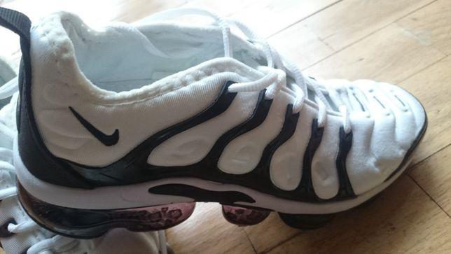 Buty sportowe (białe z czarnymi wstawkami)