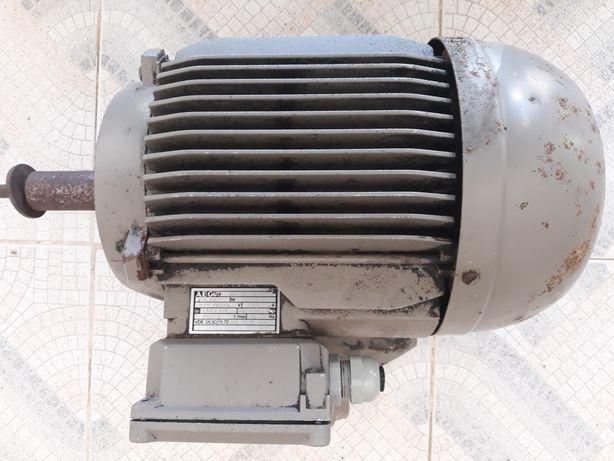 """Motor elétrico """"Trifásico"""""""