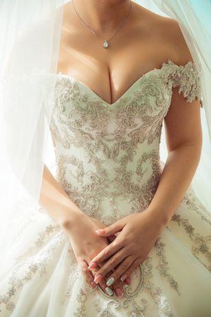 Продам свадебное платье в идеально состоянии Qeenn шикарное не венчано
