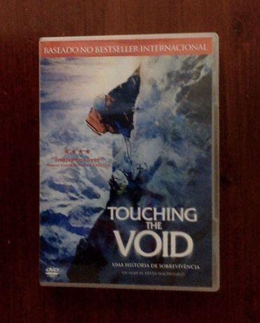 """""""Touching the Void– Uma História de Sobrevivência"""" de Kevin MacDonald"""