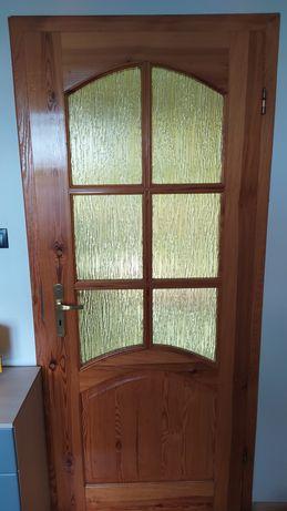 Drzwi drewniane z ościeżnicą